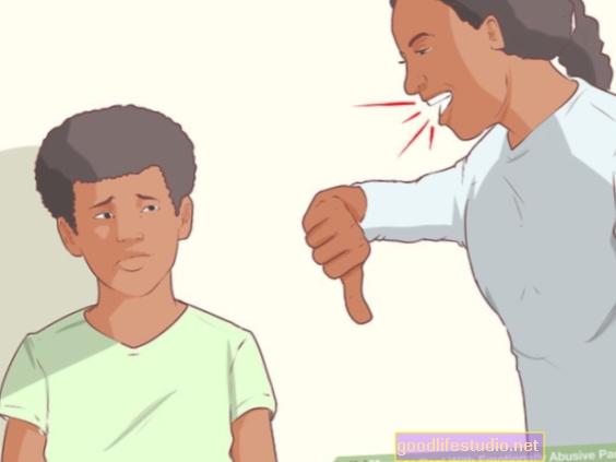 Papá abusa verbalmente a mamá