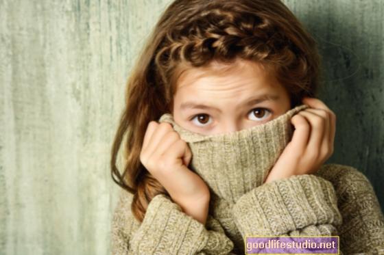 Kćerkina socijalna sramežljivost i nisko povjerenje