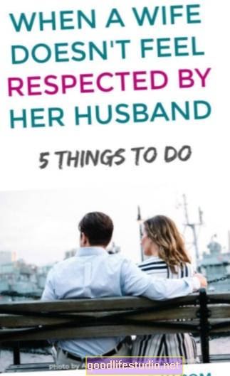 पति मुझे कभी सम्मान नहीं देते, कभी भी मेरे साथ कहीं भी नहीं जाना चाहते, और लगातार मेरे साथ रहते हैं