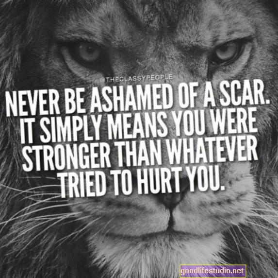 私は傷ついて恥ずかしいです、そして私の両親と兄弟もそうです
