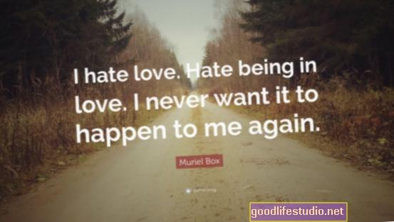 أنا أكره وأحب أن أكون وحيدًا