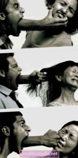 口頭および身体的家族虐待