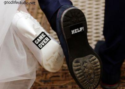 Как играть в игру «Свадебная обувь» и какие вопросы задавать