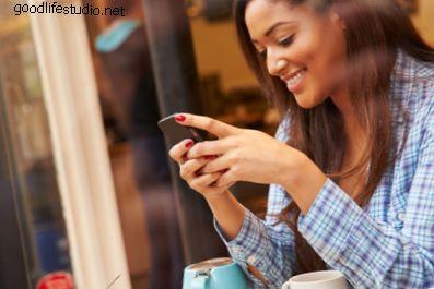 Qu'est-ce que cela signifie lorsqu'une fille vous envoie un SMS en premier?