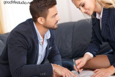 12 señales de que a un compañero de trabajo le gustas