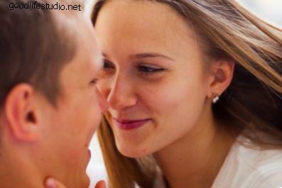 10 игр поцелуев для пар
