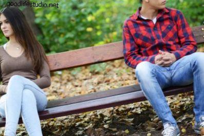 Perché i ragazzi ignorano le ragazze che amano?