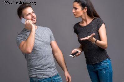 Teman lelaki saya tidak mendengarkan saya apabila saya bercakap