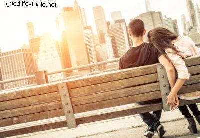 Любит ли он меня?  20 верных признаков читать его мысли