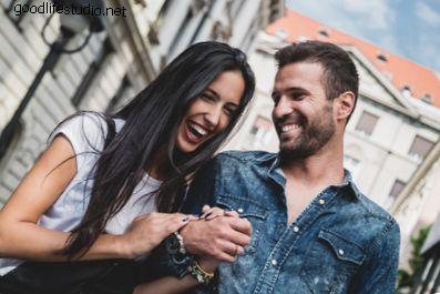 21 Tanda Suami Anda Masih Suka Kamu