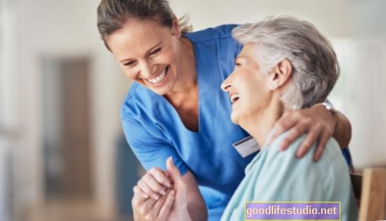 تعمل العناية النهارية للبالغين على تحسين هرمونات الإجهاد المفيدة لمقدمي الرعاية