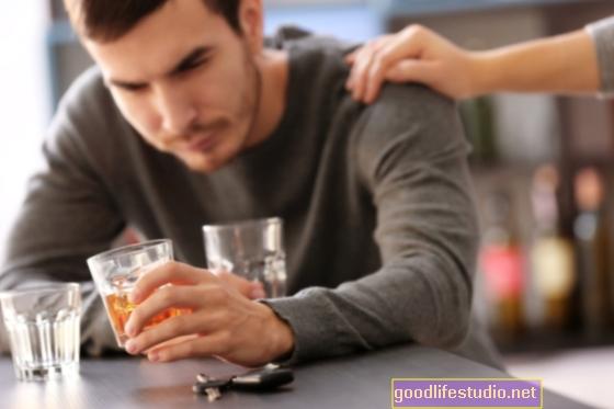 Alkohola lietošana saistīta ar miega problēmām jauniem pusaudžiem