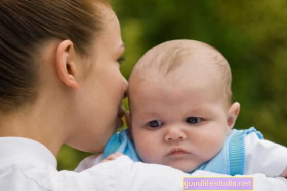 目の不自由な親に適応する盲目の両親に生まれた赤ちゃん
