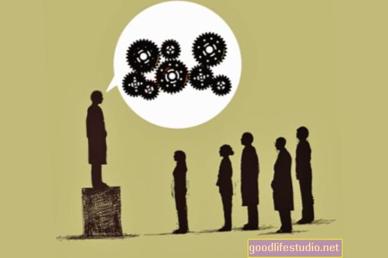 षड्यंत्रों में विश्वास विरोधाभासों का नेतृत्व कर सकता है