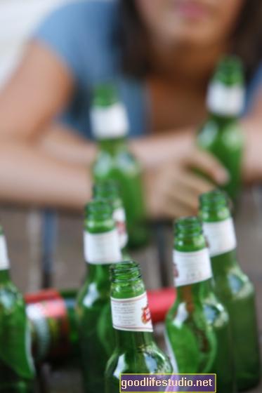 若い大人の高血圧にリンクされているどんちゃん騒ぎの飲酒