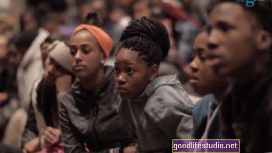黒人の生徒は教師からの行動警告を少なく受け取る