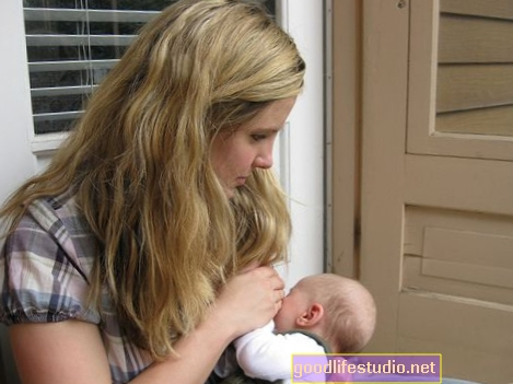 स्तनपान अध्ययन शिशुओं पर प्रकाश डालता है कि बच्चे कैसे दाएं या बाएं हाथ के बन जाते हैं