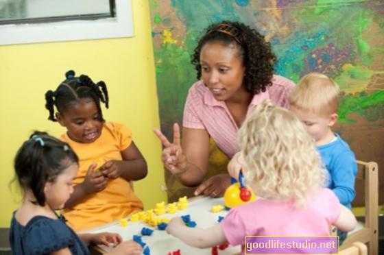 Los roles de cuidado de niños pueden afectar la sintonización de los padres