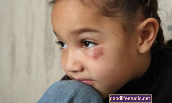 El abuso infantil puede aumentar el riesgo de mala conducta en los adolescentes
