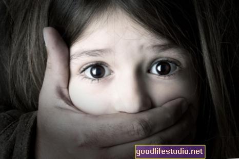 Abuso infantil vinculado a autolesiones en adolescentes
