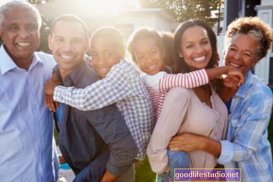 El vínculo cercano entre abuelos y nietos adultos brinda beneficios de salud mental