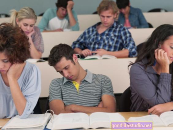 Gli studenti universitari possono dimenticare i contenuti della classe per proteggere l'immagine di sé