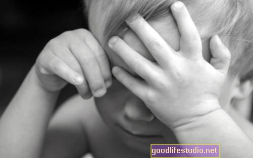 L'attuale stress della prima infanzia può combinarsi con gli ormoni e la salute