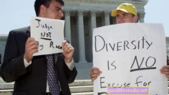 La discriminación no solo daña la salud de uno, sino también la de la pareja