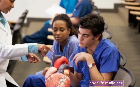 Ārstiem nepieciešama lielāka apmācība komunikācijas jomā
