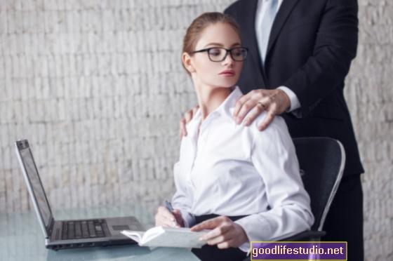 Vai pievilcība ietekmē seksuālo uzmākšanos?