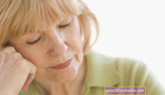 Odborníci požadují nové způsoby léčby psychózy spojené s demencí