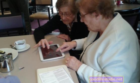 Facebook può stimolare la cognizione negli anziani