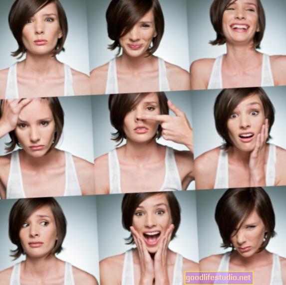 Tikai sejas izteiksmes var nenodot emocionālo stāvokli