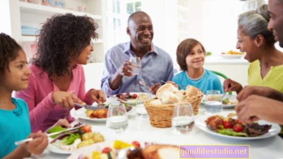 Le cene in famiglia rimangono la norma