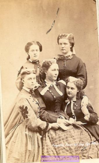 Kerabat Wanita Mungkin Paling Susah - Kerana Mereka Peduli