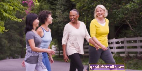 पुराने वयस्कों के लिए, केवल 1 घंटा चलना एक सप्ताह के लिए वार्ड की विकलांगता हो सकती है
