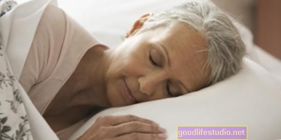Para las mujeres mayores, dormir mejor = mejor sexo