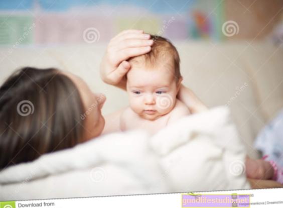 Nježno glađenje dojenčeta prije medicinskog testa može pomoći u ublažavanju bolova