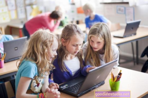 Lányok a svéd iskolákban, ahol több nő van, képzett szülők, akiknél nagyobb az étkezési rendellenesség kockázata