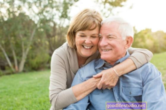 Laimingai ištekėjusios vyresnio amžiaus poros, glaudžiai prisitaikiusios prie partnerio diskomforto