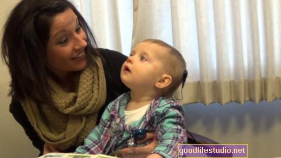 Escuchar la voz grabada de mamá puede ayudar a los recién nacidos de la UCIN a dormir mejor