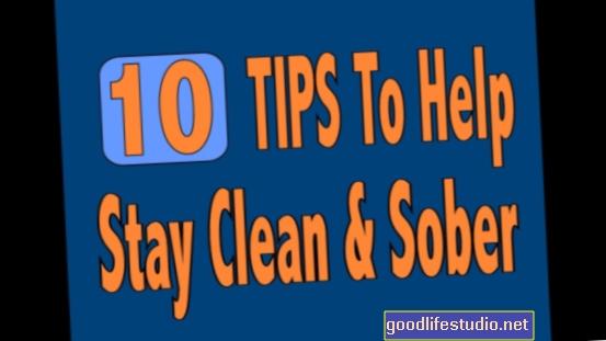 दूसरों की मदद करने के लिए स्वच्छ रह सकते हैं किशोर Cravings को कम कर सकते हैं