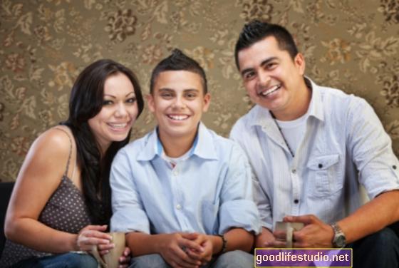 Los hispanos tienden a recurrir a la esperanza y la fe para hacer frente a los niños autistas