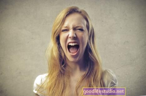 La hostilidad en los adultos jóvenes está vinculada a una memoria más pobre en la mediana edad