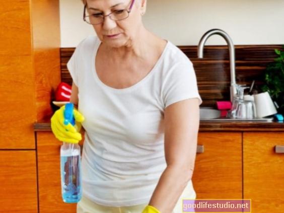 Cik ilgas mājas stundas ietekmē vecāka gadagājuma sievietes