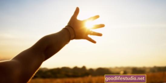 謙虚な人々は手を貸す可能性が高い