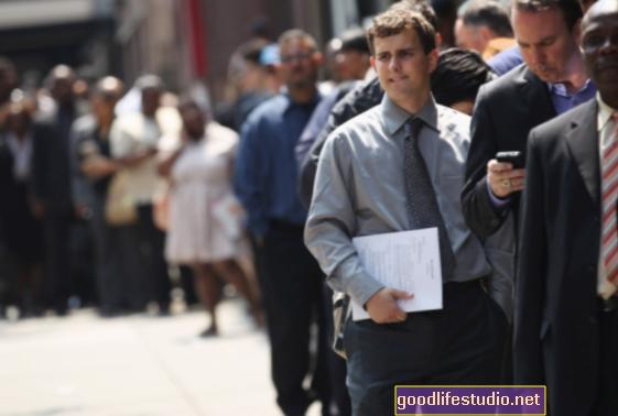 男性では、長期失業が高齢化を加速させる可能性があります