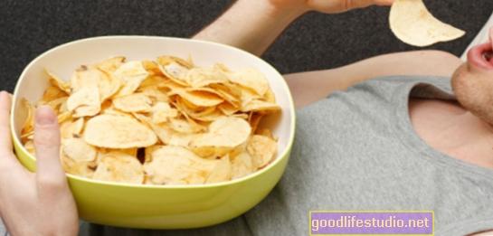 Los antojos de comida chatarra vinculados a la falta de sueño
