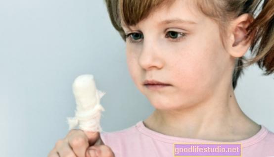 У деяких випадках травми кінчиків пальців у дітей можуть сигналізувати про зловживання