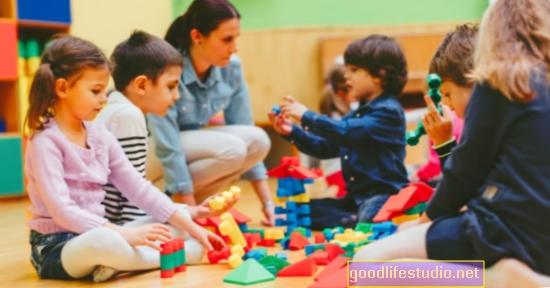 Bērni mācās gūt labumu no kārtas pēc 5 gadu vecuma